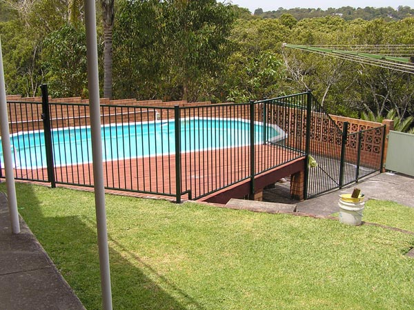 Compliant pool fencing sutherland shire sydney nsw council regulations for Swimming pool fence requirements nsw